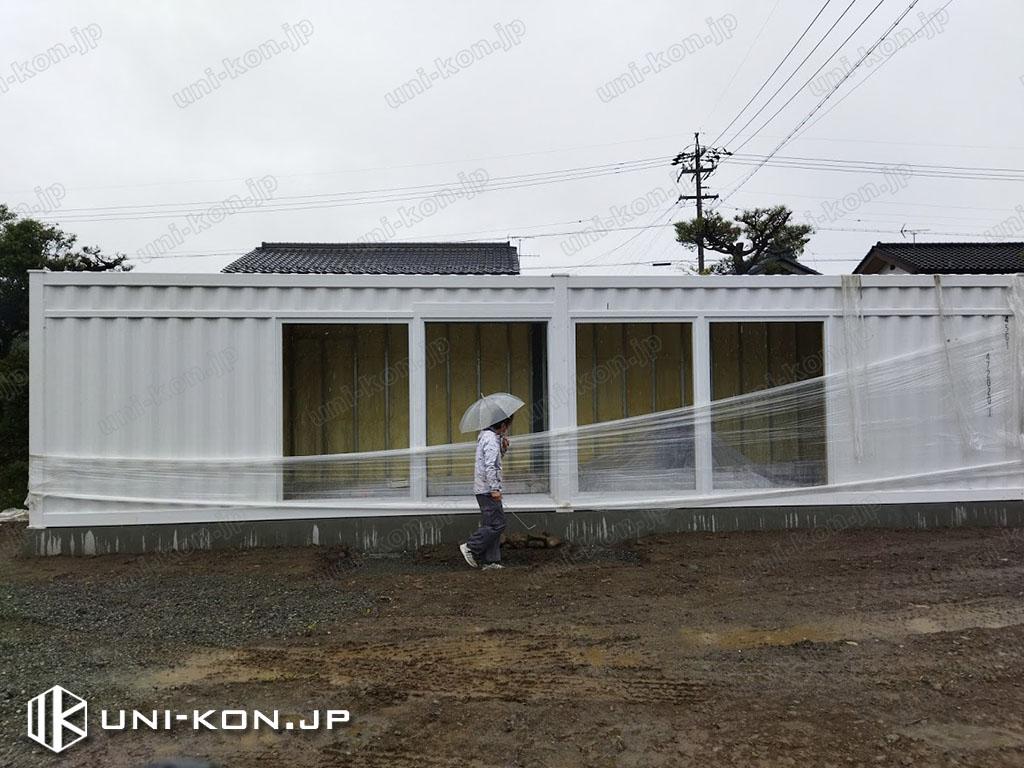 コンテナハウス建築現地で基礎アンカーボルトに据付後